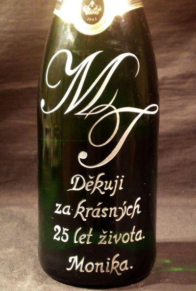 photo: Dárek - šampaňské s monogramy