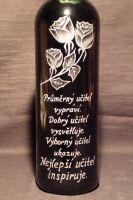 photo: Růže na lahvi s vínem